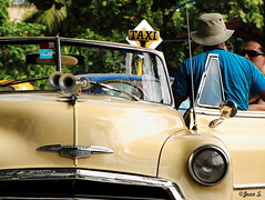 Le chauffeur de taxi (Jean S..) Tags: old blue people yellow candid taxi cuba streetphoto