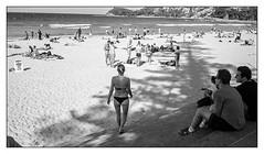 last days of summer, Sydney  #818 (lynnb's snaps) Tags: 2016 apx100 agfa leicaiiic manly rodinal bw beach film people street summer sydney blackandwhite blackwhite bianconero noiretblanc monochrome schwarzweis biancoenero 黒と白 bianconegro leica analogue analog lynnburdekinphotography 35mmfilm cv35mmf25colorskopar cv35mmf25colorskoparltm voigtlandercolorskopar35mmf25ltm ©copyrightlynnburdekinallrightsreserved rangefinder barnack