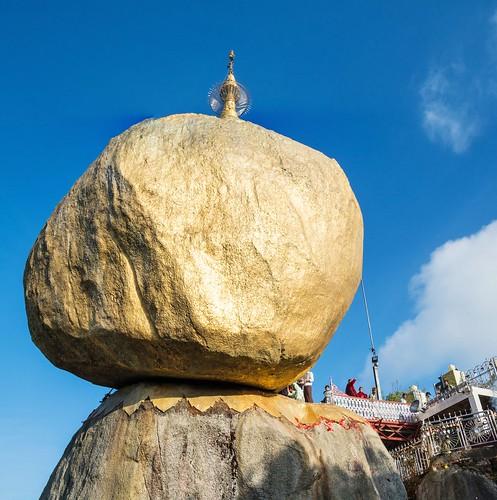 pagode de kyaiktiyo - rocher d-or - myanmar 11