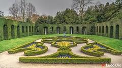 Domaine du Chteau de la Hulpe (Ld\/) Tags: brussels flower green yellow garden belgium belgique belgie jardin bruxelles chateau brabant hdr domaine wallon solvay wallonie lahulpe rgion hulpe wallone