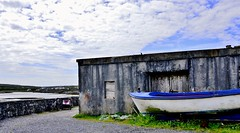 Aran Islands ... the silence, the wind and a little more ... (miriam ulivi) Tags: sky nature boat barca cielo inishmore bycicle bicicletta nikond3200 isolearan miriamulivi