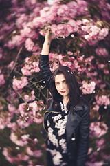 Manon (Anas Nannini) Tags: light portrait woman motion game flower rebel spring lomography nikon bokeh expression fresh nikond810 petzval58