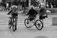 Bike ride for two (juxtaposition) (Franco & Lia) Tags: vienna wien street blackandwhite austria sterreich noiretblanc biancoenero photographiederue fotografiadistrada 2485f284