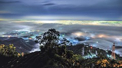 DSC_5649 (crazytony55) Tags: mountains nikon taiwan nightview 台灣 tamron 夜景 chiayi 嘉義 seaofclouds 雲海 meishan 太平 d90 梅山 t18270 三十六彎 琉璃光