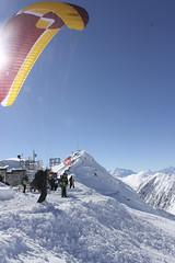Gleitschirmfliegen-Winter-Aletsch-Arena-4-flug-taxi (aletscharena) Tags: schweiz wallis aletschgletscher gleitschirm unescowelterbe gleitschirmfliegen aletscharena aletscharenach