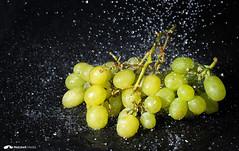 Weintrauben Water Splash (marcandrematzkeit) Tags: food water rain flash splash weintrauben