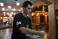 BF_Trabalho_20093003_AN_09 (brasildagente) Tags: alunos homens pratos garons cursosdecapacitao cursosdegaron