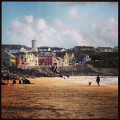Lahinch Beach (rcesnr) Tags: ireland wild sun holiday beach way coast sand atlantic colourful lahinch countyclare