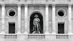 Htel des Invalides - Paris (Rgis Delille) Tags: paris statue architecture noiretblanc invalides bonaparte napolon