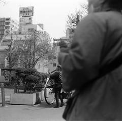 SYNCHRONIZATION (Dinasty_Oomae) Tags: street blackandwhite bw monochrome tokyo blackwhite outdoor  zeissikon asakusa  taitoku        supersix