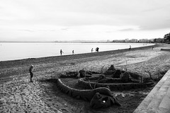 (ivaslop) Tags: life roses people blackandwhite blancoynegro beach sand artist catalonia girona job built badia altempord creus xe1