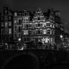 Cornered (McQuaide Photography) Tags: street old city longexposure nightphotography bridge winter light shadow urban blackandwhite bw holland netherlands monochrome dutch amsterdam architecture bar night zeiss corner photoshop vintage dark square outside mono licht blackwhite cafe lowlight streetlight europe nacht outdoor sony traditional tripod capital nederland 11 row prinsengracht brug fullframe alpha oud squarecrop stad authentic manfrotto noordholland donker gracht lightroom brouwersgracht straat hoek canalhouse papeneiland capitalcity 1635mm northholland a7ii grachtenpand variotessar lekkeresluis mirrorless sonyzeiss mcquaidephotography ilce7m2