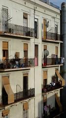 The other side of barcelona (elianek) Tags: barcelona arquitetura architecture spain espanha europa europe lasramblas predios