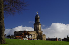 St Chad's, Shrewsbury (Sundornvic) Tags: park blue light sky sun green tower church grass town shine cross centre historic shrewsbury quarry stchads