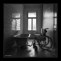 Badetag (geka_photo) Tags: deutschland badewanne harz badezimmer rollstuhl niedersachsen marode badharzburg lostplace marodes gekaphoto