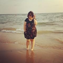 ขาใหญ่ไม่แพ้ใคร มาทะเลไม่เล่นน้ำ ถ่ายรูปสวยๆ ไปนะคะ
