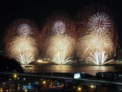 Hudson Fireworks (CMMooney) Tags: nyc newyorkcity fireworks olympus hudsonriver hudson gothamist gotham omd weehawken markii omdem5 omdem5markii