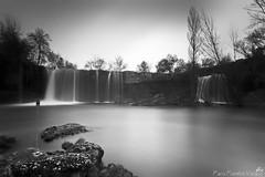 Cascada del Peñón (Paco Fuentes Vicario) Tags: blancoynegro río agua aire libre catarata cascada airelibre serenidad peñon monocromático largaexposición monocromatico tobalina