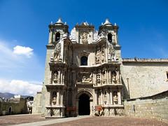 "Oaxaca: la Basilica de Nuestra Señora de la Soledad <a style=""margin-left:10px; font-size:0.8em;"" href=""http://www.flickr.com/photos/127723101@N04/25001192904/"" target=""_blank"">@flickr</a>"
