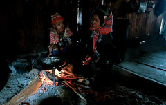 The cooking fire. Akha Phixoy village near Phongsali (Laura Jacobsen) Tags: laos hilltribe akha phongsaly phongsali