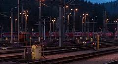 1002_2006_09_26_sterreich_Villach_Sd_Abstellung (ruhrpott.sprinter) Tags: railroad train germany logo deutschland austria sterreich 2000 sonnenuntergang dynamic diesel outdoor bbw natur eisenbahn rail zug krnten cargo berge nrw passenger alpen fret ruhr ruhrgebiet freight bb locomotives metropole lokomotive 1016 sd sprinter ruhrpott gter 1042 1142 villach nachtschicht bds 1044 1116 reisezug 094x stopfexpress ellok swietelsky verschubbahnhof abrollberg bahnbauwels