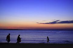 DOMENICA SERA (Aristide Mazzarella) Tags: family sunset beach canon tramonto famiglia sunsets tramonti attimi salento spiaggia sera domenica aristide mazzarella