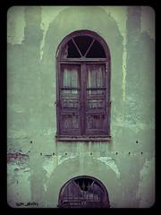 Apertura di forma regolare praticata in una parete verticale della muratura (slow_brains) Tags: old urban italy building window glass italia decay urbandecay liguria brokenglass finestra genoa genova rotten