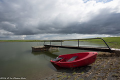 rode boot (LeChienNoir) Tags: water netherlands canon landscape boot nederland zeeland landschap zeeuwsvlaanderen 1740mmf4 lechiennoir 5dmark3 canon5dmark3 lechiennoirnl