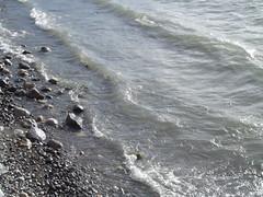 Lago y rocas 1 (imageneslibres) Tags: naturaleza sol lago agua olas rocas piedras celeste espuma marea