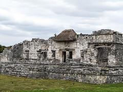 "Les ruines mayas de Tulum <a style=""margin-left:10px; font-size:0.8em;"" href=""http://www.flickr.com/photos/127723101@N04/25961209652/"" target=""_blank"">@flickr</a>"