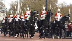 queen,s lifeguards-household cavalry mounted regiment 27 04 2016 (philipbisset275) Tags: unitedkingdom queen victoriamemorial centrallondon cityofwestminster englandgreatbritain householdcavalrymountedregiment slifeguards 27042016
