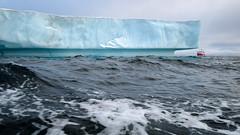 Rounding the iceberg (vandrende) Tags: landscape boat ship svalbard iceberg bateau paysage bt landskap spitzbergen sjm isfjell svalbardandjanmayen karlxiiya