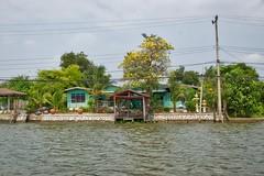 Houses on Ko Kret, an island in the Chao Phraya river near Bangkok, Thailand (UweBKK (α 77 on )) Tags: life trees houses house water architecture river thailand island living asia bangkok sony ko southeast alpha dslr chao koh 77 slt pak kret phraya kokret kohkret pakkret