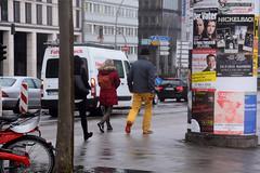 DSC_1450 (bildhamburg) Tags: man poster charlotte geel broek