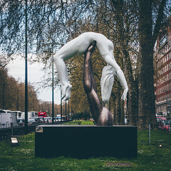 Would You Catch Me If I Fall | Lorenzo Quinn (James_Beard) Tags: sculpture london statue parklane hydeparkcorner lorenzoquinn sonyrx100m3 wouldyoucatchmeififall