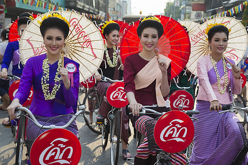 Cycling Parade of the Parasol-holding Beauties