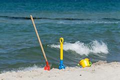 TH20150514A603410 (fotografie-heinrich) Tags: strand ostsee spielen wellen zingst schaufel