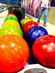 Quelle couleur pour vous ? (fourmi_7) Tags: orange jaune rouge couleurs parties vert bleu bowling points lancer boules quipe rire jeu jouer ronde gagner