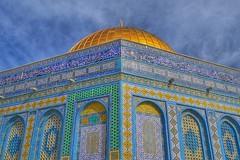 Cúpula de la roca. Bajo ésta piedras sagradas para unos y para otros. Explanada de las Mezquitas || Al-Haram ash-Sharif. #domeoftherock #alharamashsharif #oldcityjerusalem #jerusalem (La Mireia) Tags: jerusalem domeoftherock jerusalén ciudadvieja oldcityjerusalem القـُدْس cúpuladelaroca alharamashsharif explanadadelasmezquitas יְרוּשָׁלַיִם uploaded:by=instagram