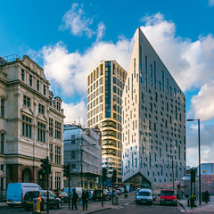 Optical Illusion | M by Montcalm (James_Beard) Tags: london hotel weird perspective shoreditch blueskies oldstreet modernarchitecture oddshaped sonyrx100m3 mbymontcalm