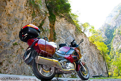 Desfiladero de los Beyos (DOCESMAN) Tags: travel bike honda asturias moto motorcycle motor deauville motorrad cañon picosdeeuropa motorcykel desfiladero moottoripyörä congosto motocykel motorkerékpár nt700v ntv700 docesman mototsikl danidoces