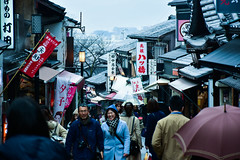 A drizzling day at Kiyomizu-Zaka Street, Kyoto, Japan (philipchan32866) Tags: street old tourism rain japan umbrella shopping temple kyoto visit tourists rainy shops tradition stores kansai drizzle drizzling kiyomizuzaka glommy