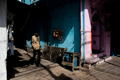 (www.pushkarrajsharma.com) Tags: streetphotography olddelhi streetphotographer moodylight chandnichowkmarket chandanichowk delhi6 streetphotographydelhi