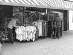 Hamburg – Barmbek. Fuhlsbüttelerstrasse (fipixx) Tags: road street people urban living leute outdoor strasse hamburg streetscene menschen environment leisure everyday humans strassenszene alltag gesellschaft strassen strassenleben urbanarte lebenswelt