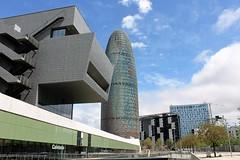 Torre Agbar i Museu del Disseny (Isabel Castro Ahedo) Tags: torreagbar barcelonacatalunya museudeldisseny