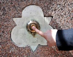 'Push To Pour' (EZTD) Tags: inglaterra england london fountain photography foto image photos finger photograph doigt fotos londres angleterre ingles lin londra postmanspark cityoflondon londinium 2016 londonist londonengland capitalcity londonistas linphotos thisislondon mylondon nikond90 stmartinlegrand londonimages imagesoflondon londonista allabouttheimage eztd eztdphotography eztdphotos april2016 eztdgroup londonimagenetwork pictoriallondon londonmylondon eztdfotos photosdelondres