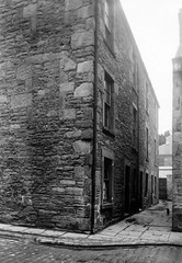Unknown (Dundee City Archives) Tags: street old building stone photos dundee cobbled slums 1918 victorianhousing victoriantenements olddundeephotos smallswynd