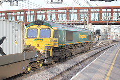 Freightliner Ltd . 66505  ( 2 ) . Stratford Station , East London . Wednesday 13th-January-2016 . (AndrewHA's) Tags: station train bristol gm diesel rail railway 66 class container service locomotive freight felixstowe stratford eastlondon generalmotors freightliner 66505 4l31