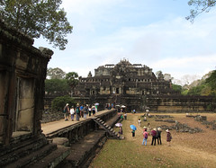 "Angkor: le Baphuon <a style=""margin-left:10px; font-size:0.8em;"" href=""http://www.flickr.com/photos/127723101@N04/23929090349/"" target=""_blank"">@flickr</a>"