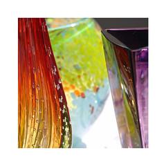 Du verre et des couleurs (Yvan LEMEUR) Tags: couleurs objet transparence verre naturemorte verrerie silice objetsinanims